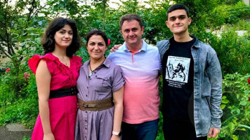 Chein spasum - Hayk Chobanyan, Armine Tumanyan