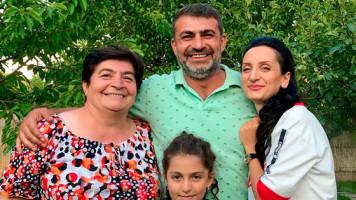 Chein spasum - Mkhitar Avetisyan, Mariana Hakobyan